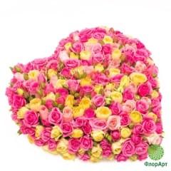 Сердце из кустовой розы